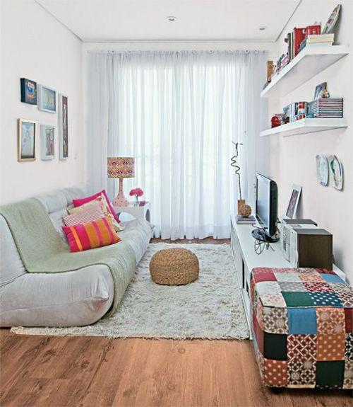 Sala pequena com decoração artesanal