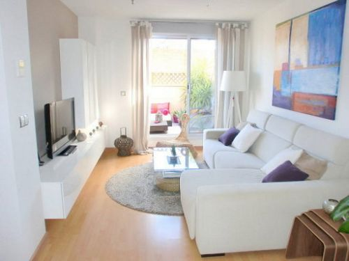 Sala pequena com sofá