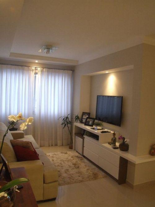 Decoração de sala pequena com iluminação diferenciada
