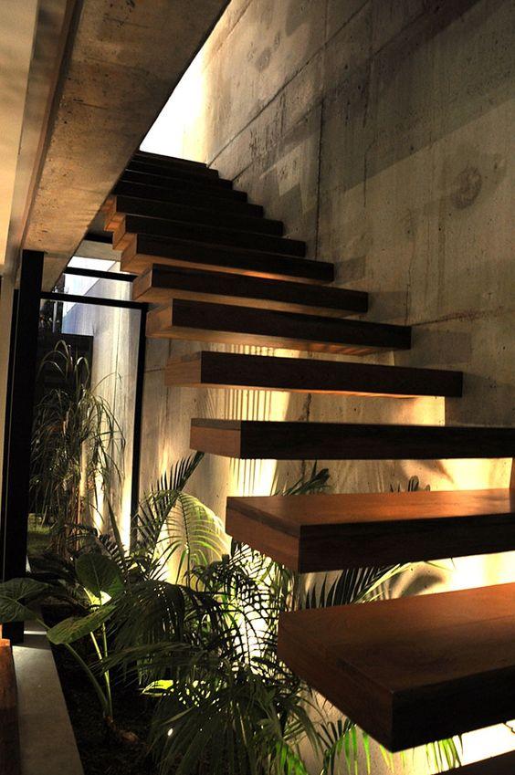 Escadas de madeira residenciais internas modelos fotoss for Jardineras iluminadas