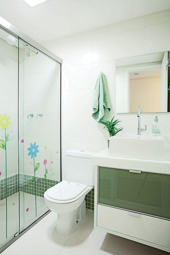Banheiros Decorados com Faixas de Pastilhas de Vidro 60 FotosSó Decor -> Decoracao De Banheiro Com Pastilhas Vermelhas