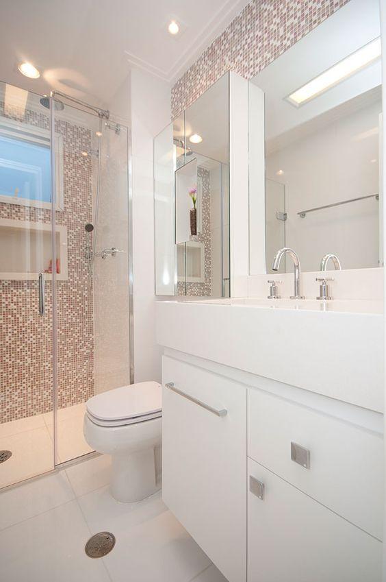 Banheiros Decorados com Faixas de Pastilhas de Vidro 60 FotosSó Decor -> Banheiro Pequeno E Classico