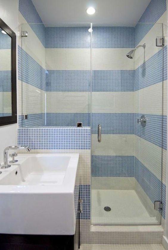 Banheiros Decorados com Faixas de Pastilhas de Vidro 60 FotosSó Decor # Banheiros Com Pastilhas Na Horizontal
