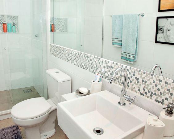 Banheiros Decorados com Faixas de Pastilhas de Vidro 60 FotosSó Decor -> Decoracao De Banheiro Com Pastilhas Fotos