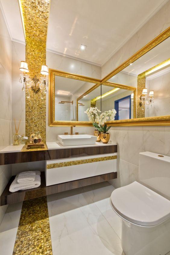 Banheiros Decorados com Faixas de Pastilhas de Vidro 60 FotosSó Decor -> Decoracao De Banheiro Com Ceramica Na Parede