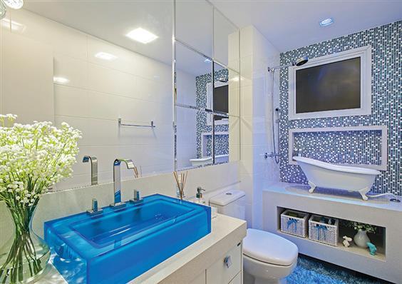 banheiro decorado azul e branco