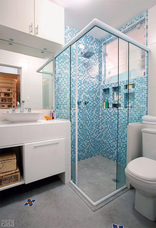 Decoração de Banheiro Azul e Branco 60 ModelosSó Decor -> Banheiro Com Faixa De Pastilha Azul
