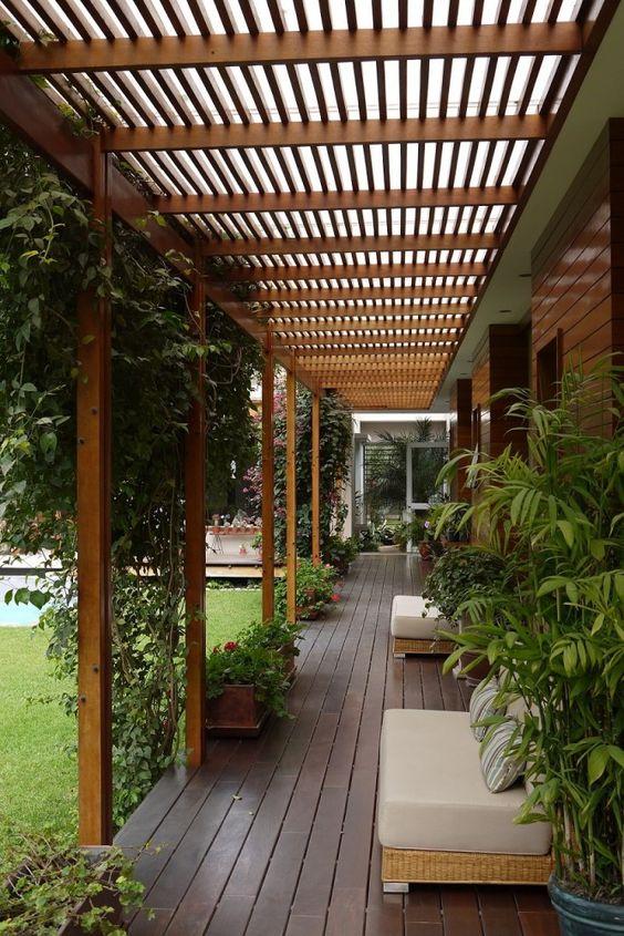 Decora o de varandas de casas grandes modeloss decor for Jardines exteriores de casas de campo