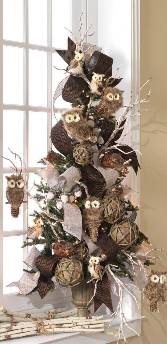 Decoração de Árvore de Natal com Laços e Bolas