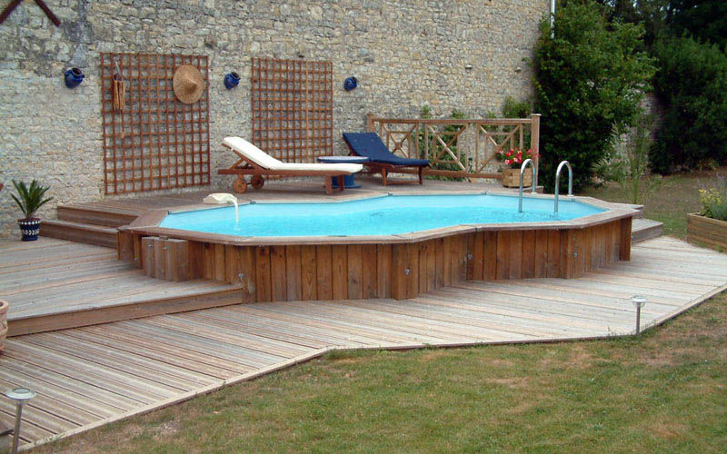 quintal grande com piscina