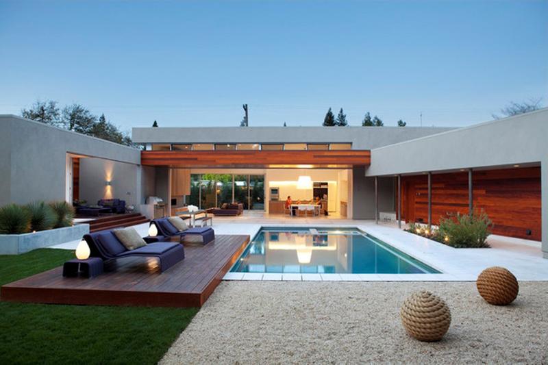 deck e pedras na piscina