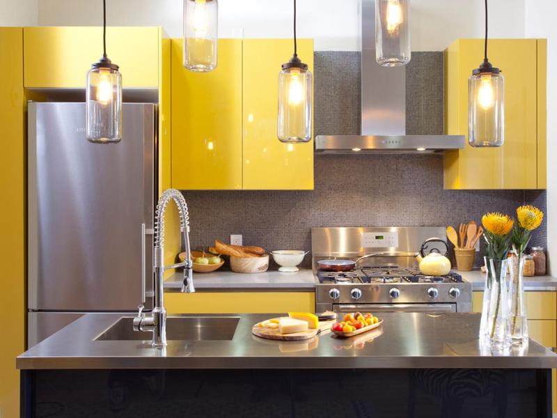 cozinha planejada com lustre
