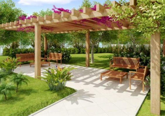 pergola de madeira no jardim grande