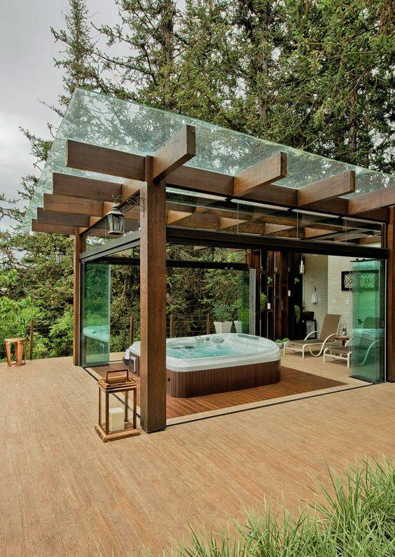 pergola de madeira com vidro