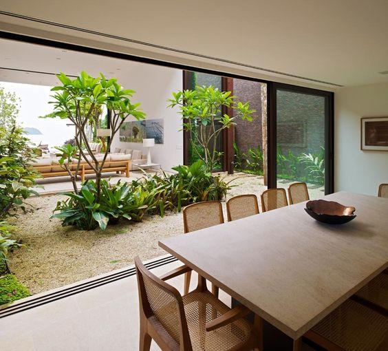 jardim interno com repartição