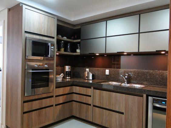 cozinha com vidro e madeira