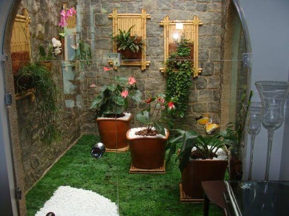jardim interno com grama