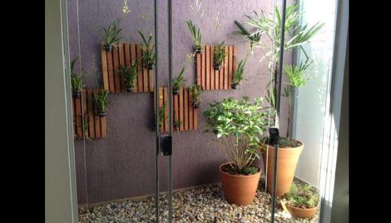 jardim interno com ripas