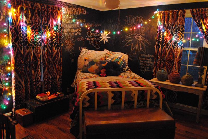 quarto com estilo hippie com tinta lousa