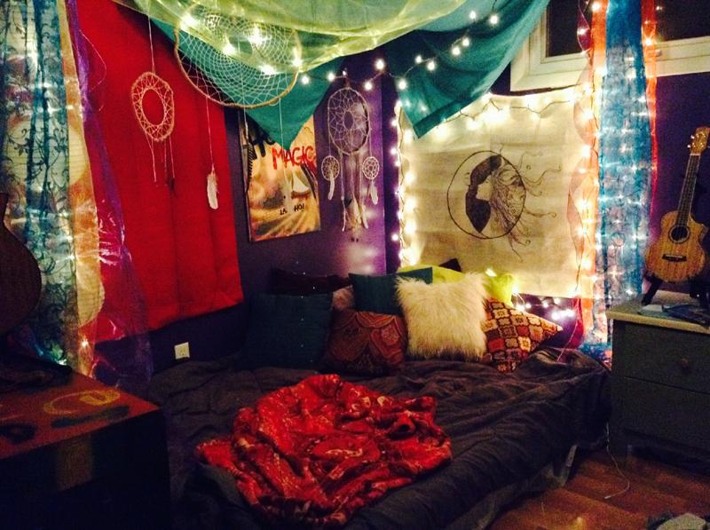 quarto com estilo hippie colorido
