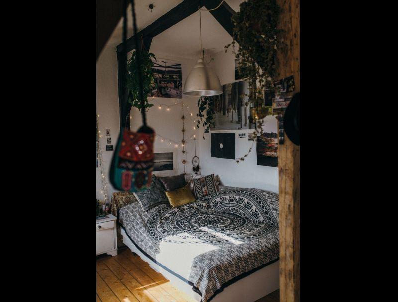 quarto com estilo hippie com madeira