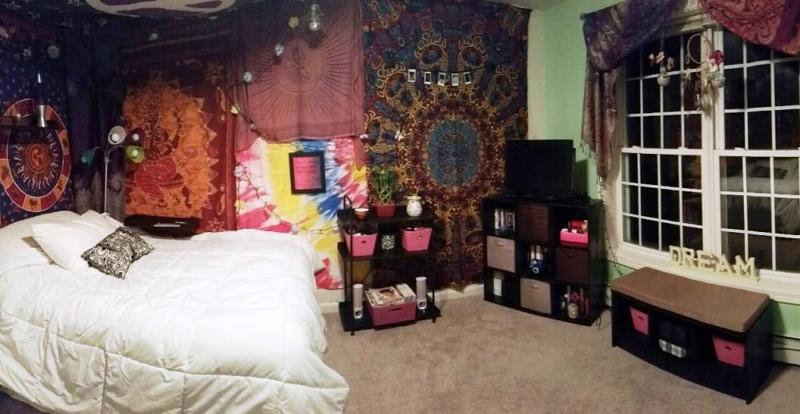 quarto com estilo hippie enorme