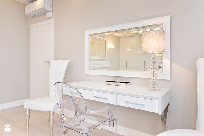 penteadeira com espelho na parede