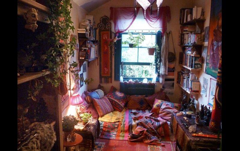 quarto com estilo hippie com plantas