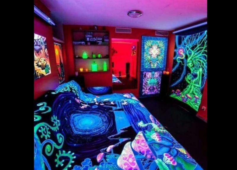 quarto com estilo hippie com neon