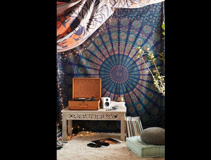 quarto com estilo hippie com cama no chão