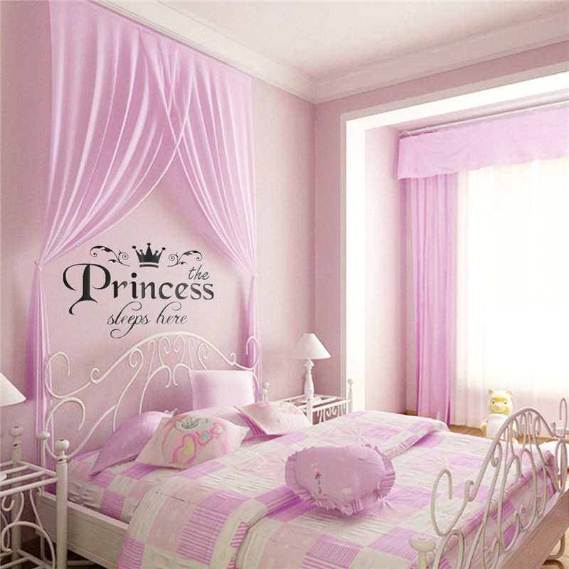 quarto infantil com adesivo de parede