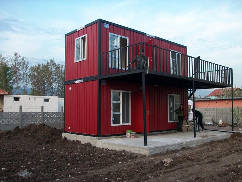 moradia de container vermelha e preta