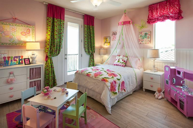 quarto infantil verde e rosa