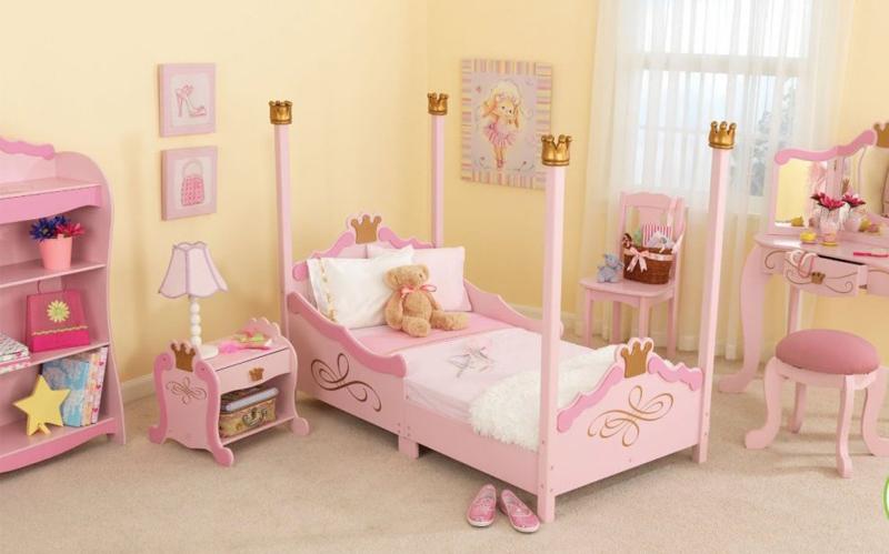 quarto infantil com coroas