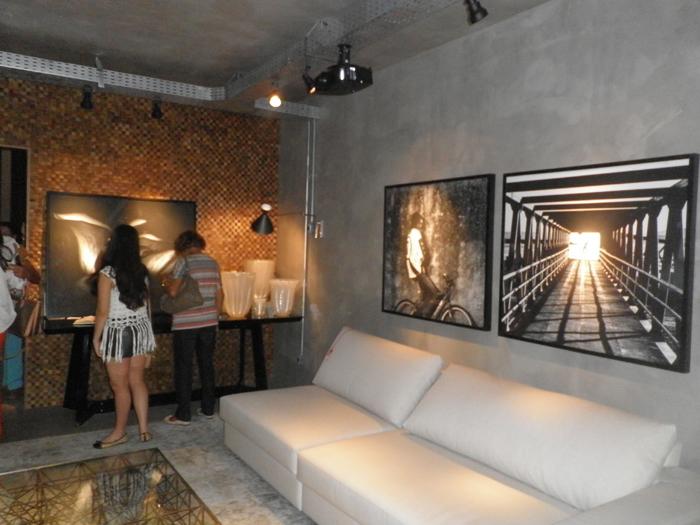 ambiente com parede com concreto aparente
