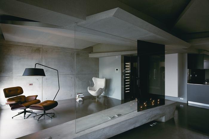 sala de leitura com parede com concreto aparente