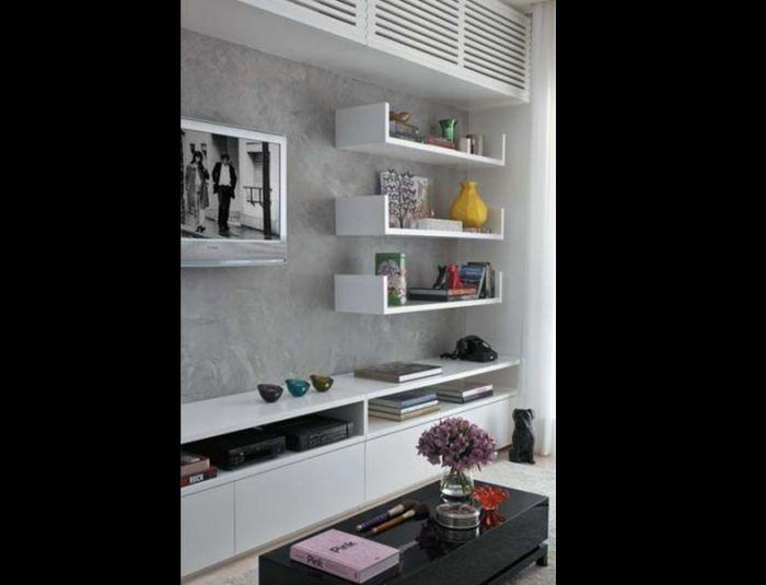 sala de tv com parede com concreto aparente