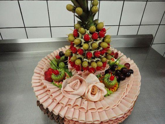 mesa de frios com abacaxi