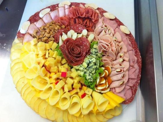 mesa de frios deliciosa