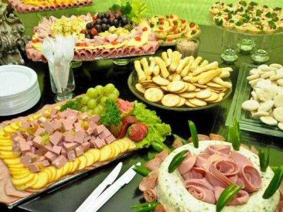 mesa de frios com frutas secas