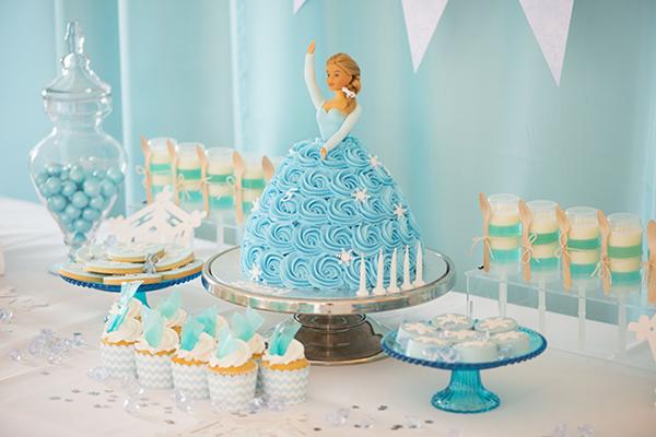 festa Frozen boneca