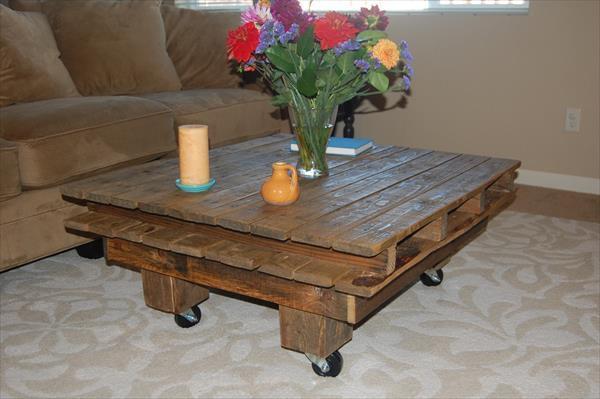Artesanato em madeira mesinha