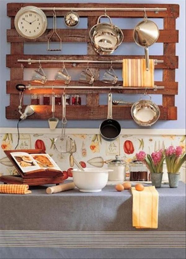 Artesanato em madeira na cozinha