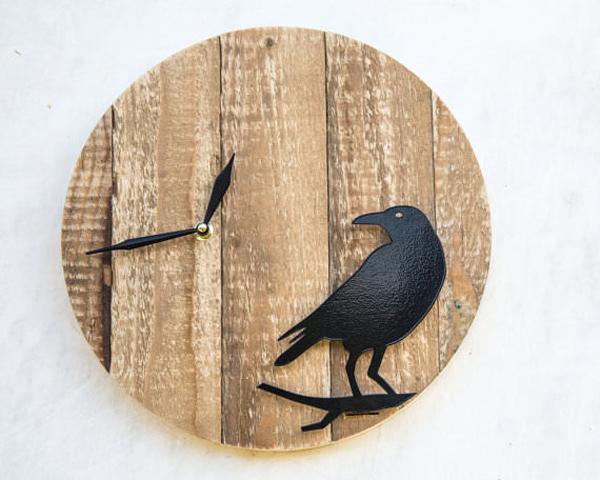 Artesanato em madeira relogio