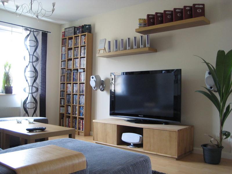 sala de tv com madeira