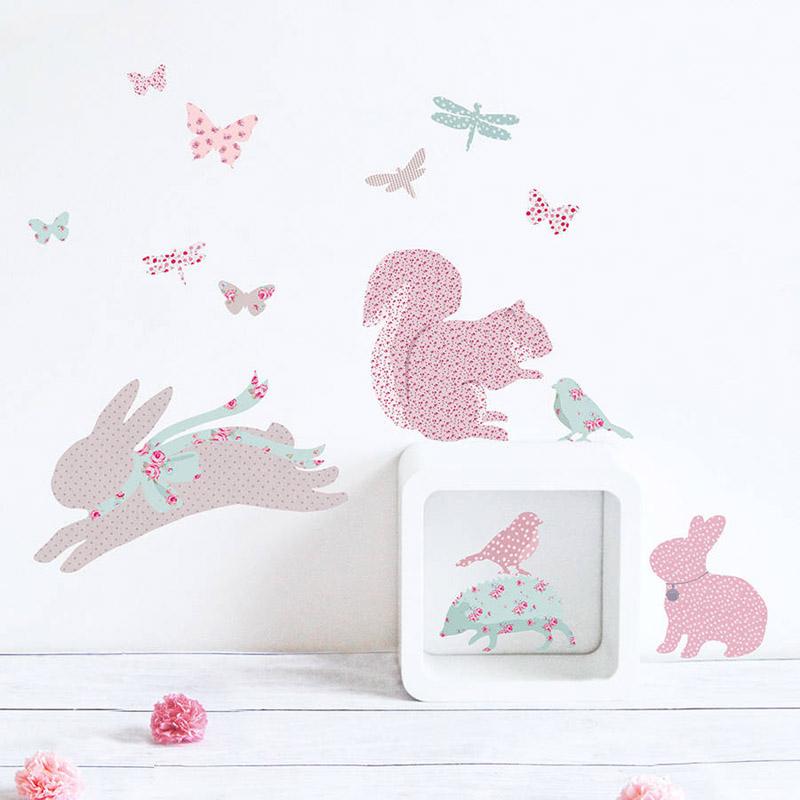 parede decorada com coelhos