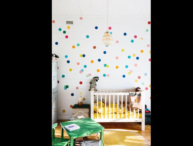 parede decorada com bolinhas