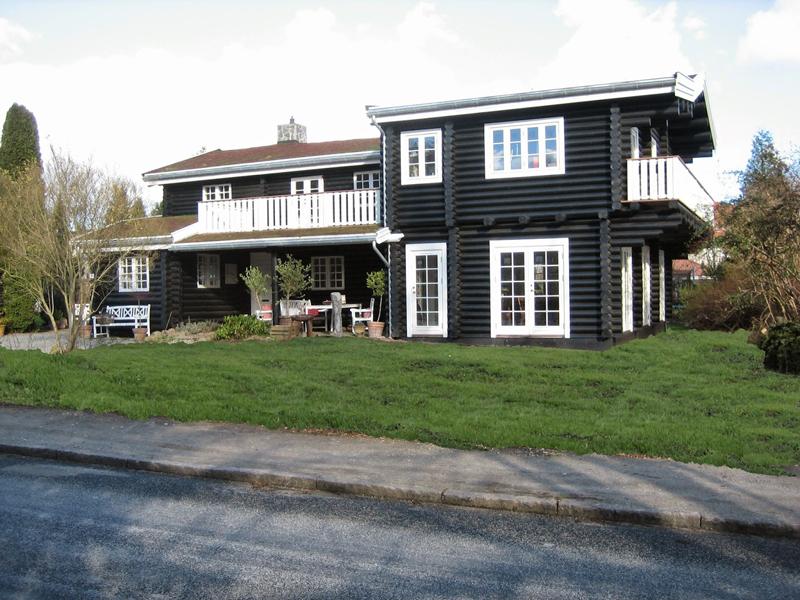 casa com madeira preta