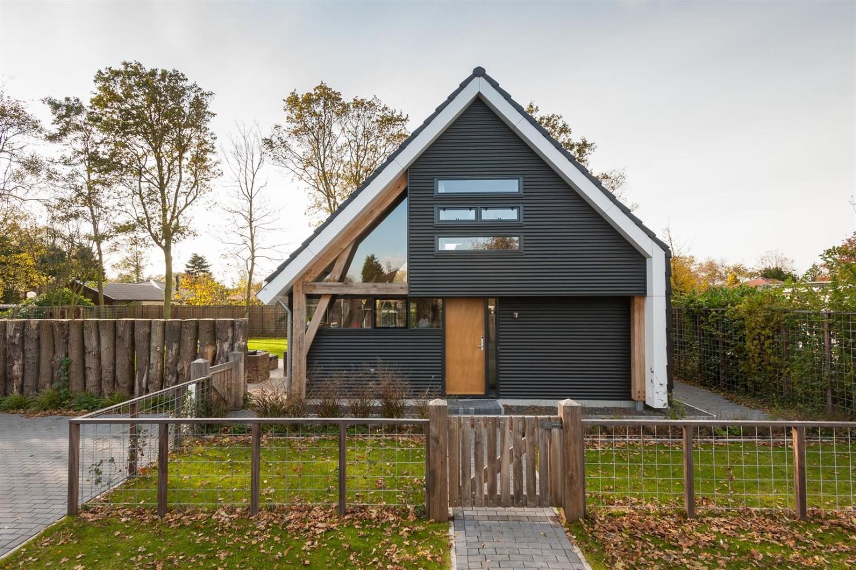 casa com madeira muro