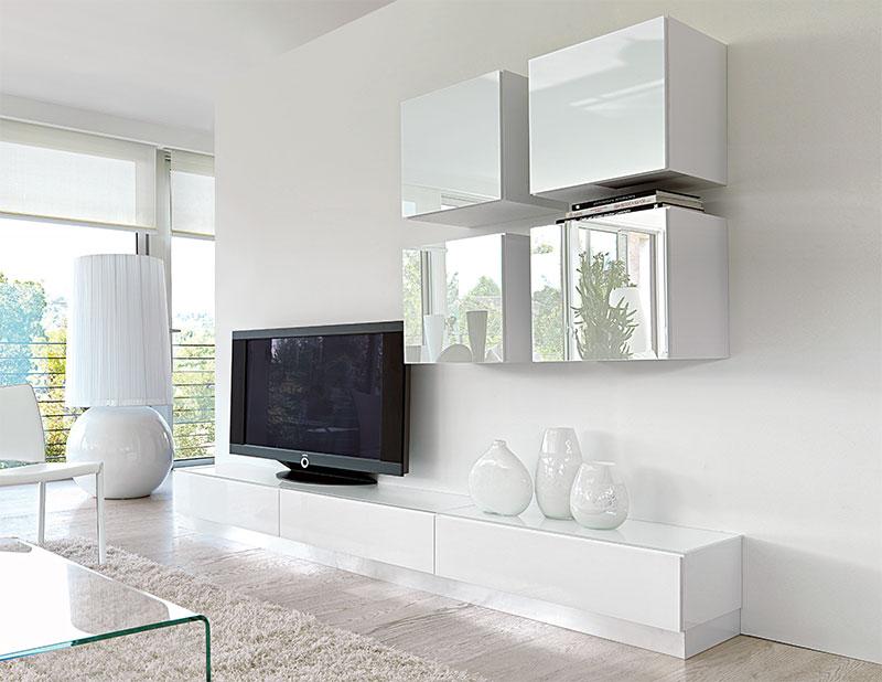 sala de tv com espelho